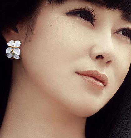Drip Stud Earrings White