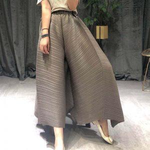 Ladies Pleated Straight Pants